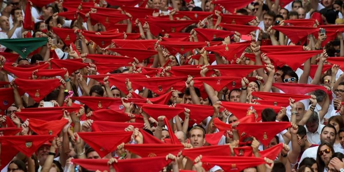 Las dos caras del inicio de San Fermín: mientras unos celebran otros protestan por las corridas de toros