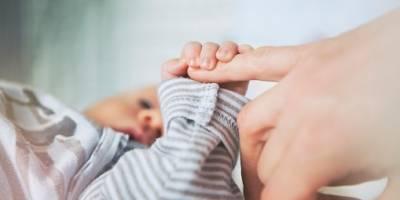 Foto de bebé con piercing se vuelve viral
