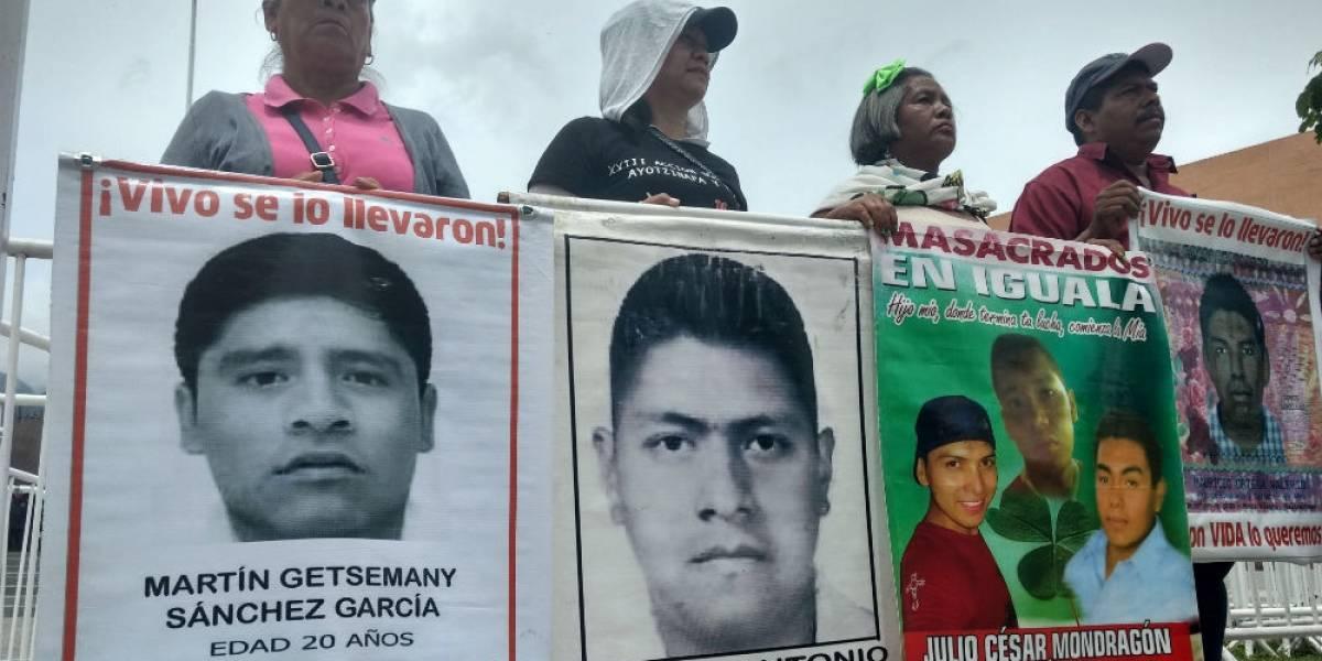 Celulares de los 43 de Ayotzinapa fueron usados tras desaparición, confirma PGR