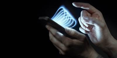 Fabrican celular sin batería que se carga con energía ambiental
