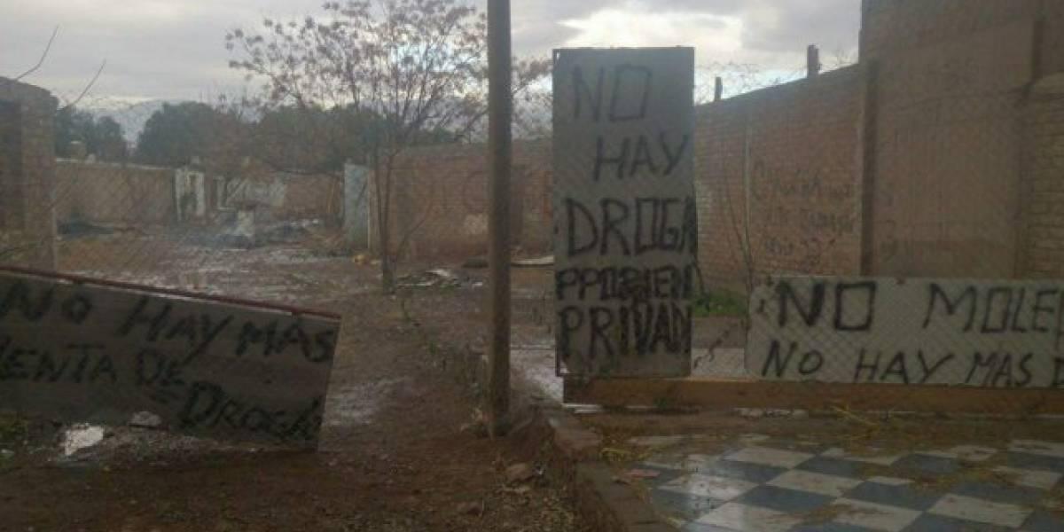 """""""No moleste, no hay más venta de droga"""": el insólito cartel tras redada policial que la rompe en redes sociales"""