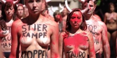 Se desnudan para protestar contra las fiestas de San Fermín