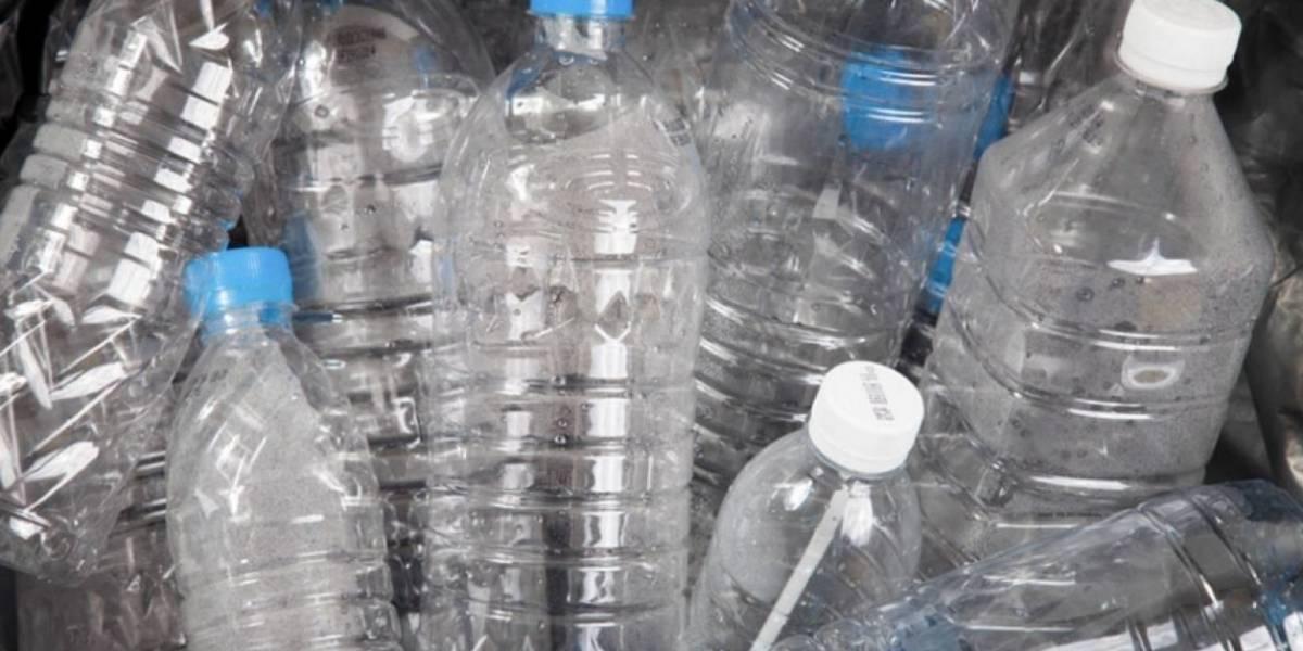Razones por las que no se deben reutilizar las botellas de plástico