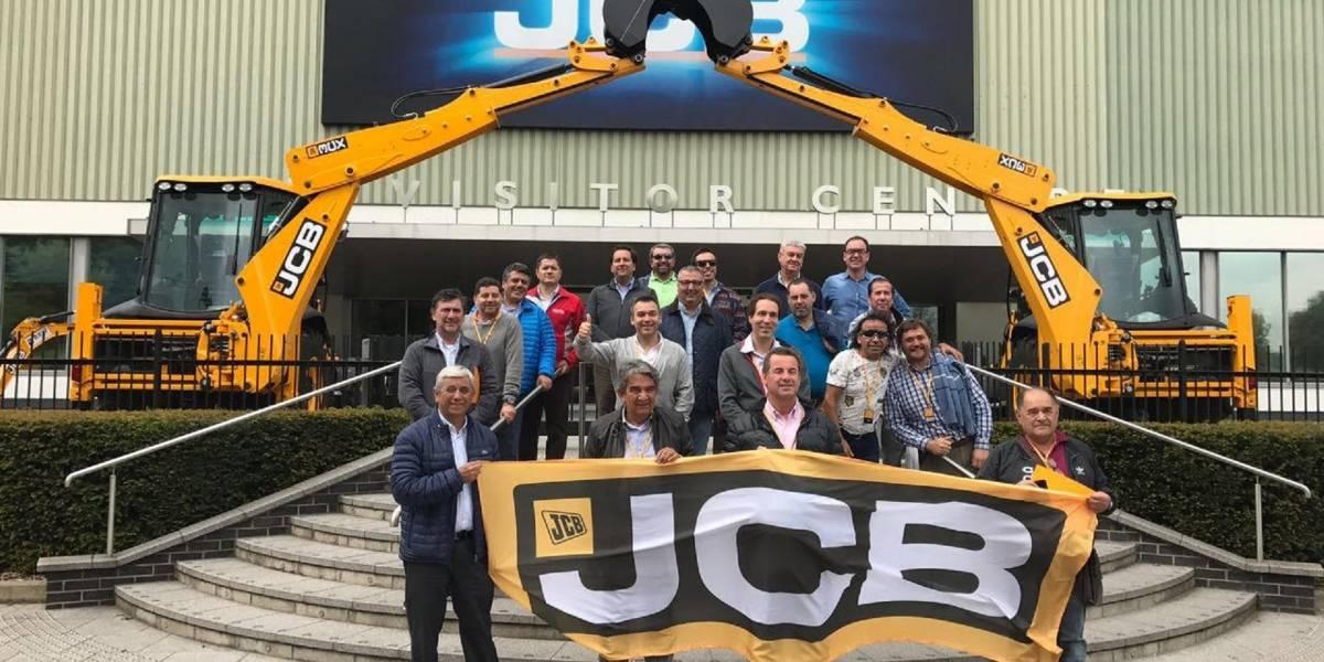 Clientes chilenos de JCB visitan la fábrica inglesa de la marca