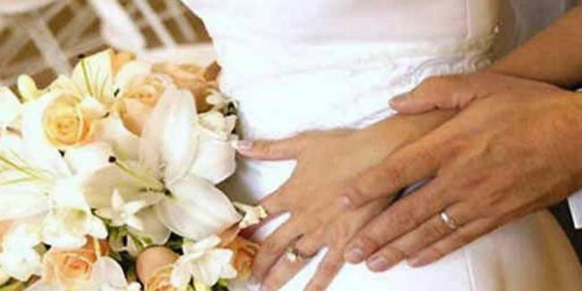 Cura británico se harta y pondrá multa a novios que lleguen tarde a su boda