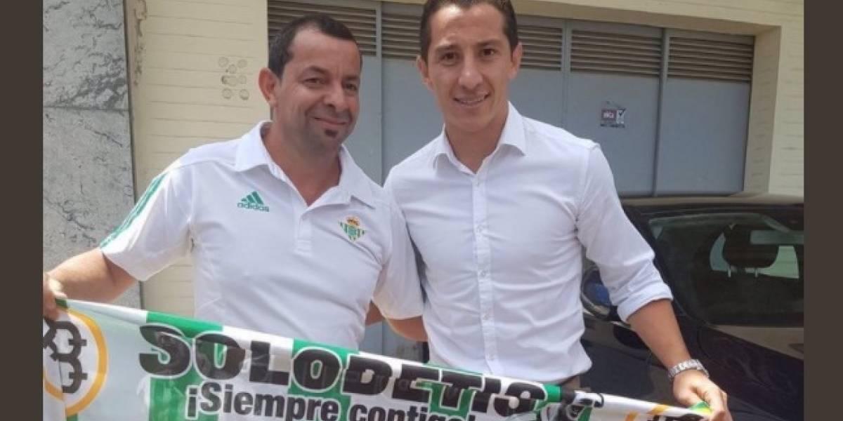 Llega Andrés Guardado a Sevilla para firmar con el Betis
