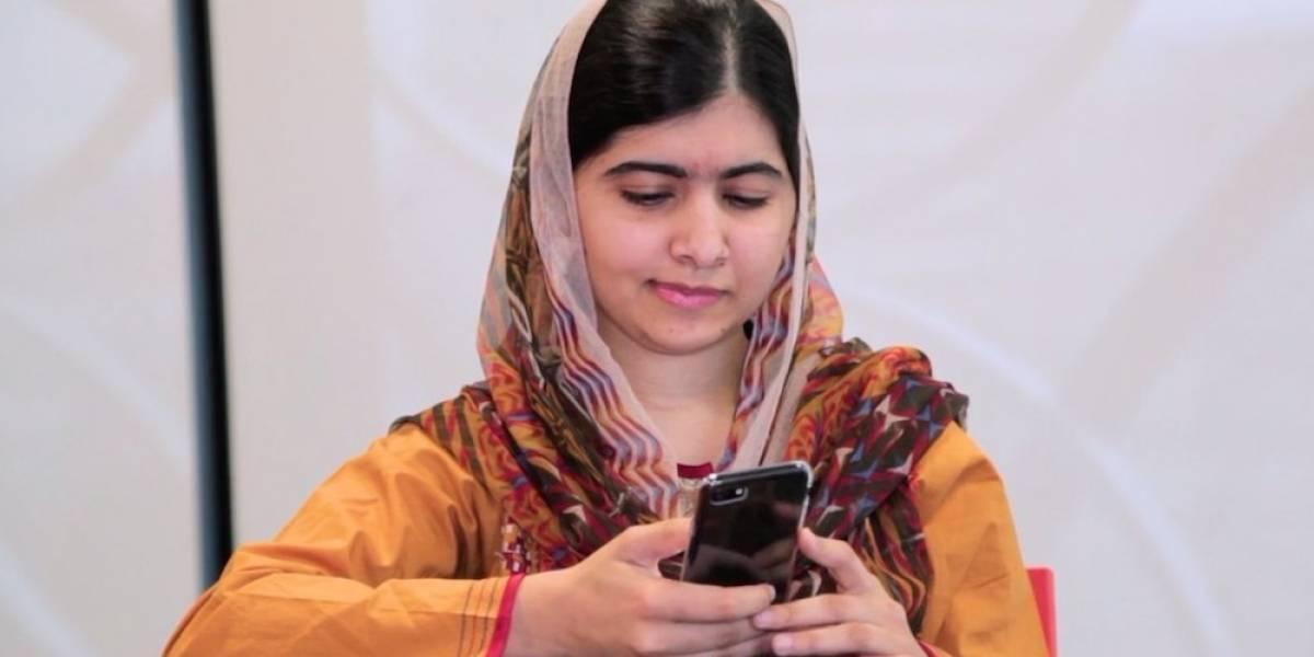 Malala celebra su graduación y abre su cuenta en Twitter