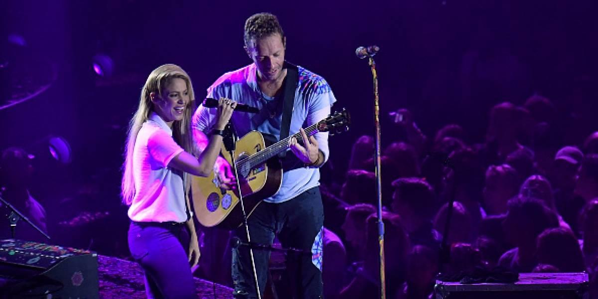"""Chris Martin enloquece a fans cantando """"Chantaje"""" en español junto a Shakira"""