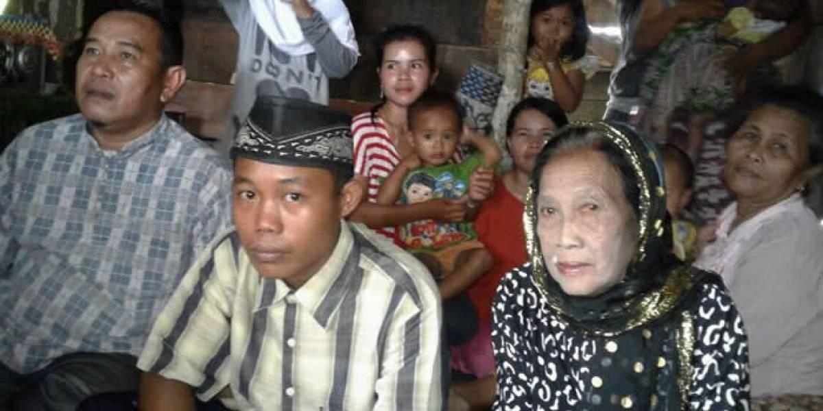 Joven de 15 años se casó con su novia de 73 años en Indonesia