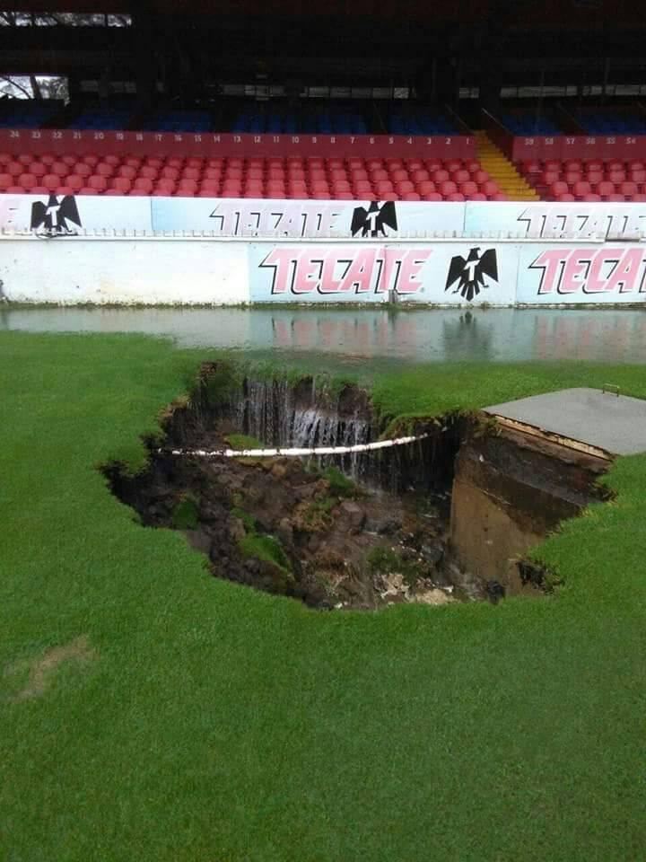 FACEBOOK DALE TIBURON Estadio de Veracruz se hunde debido a las fuertes lluvias