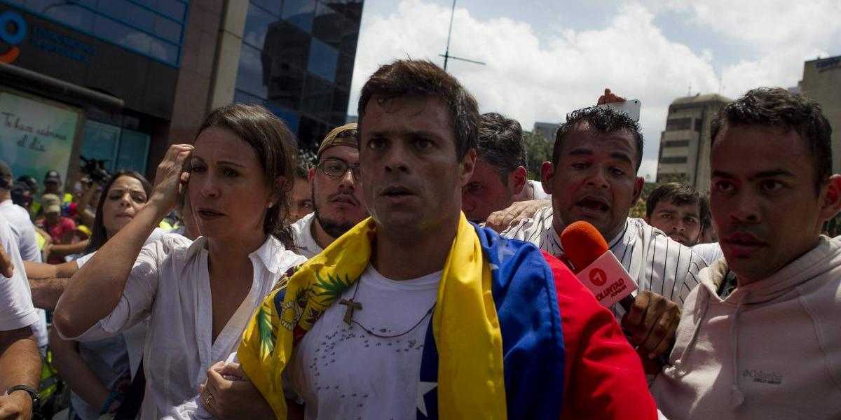 Venezuela: liberan a opositor Leopoldo López y obtiene arresto domiciliario