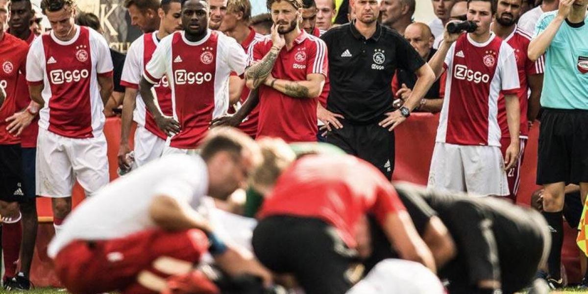 VIDEO: Jugador del Ajax se desploma en pleno partido