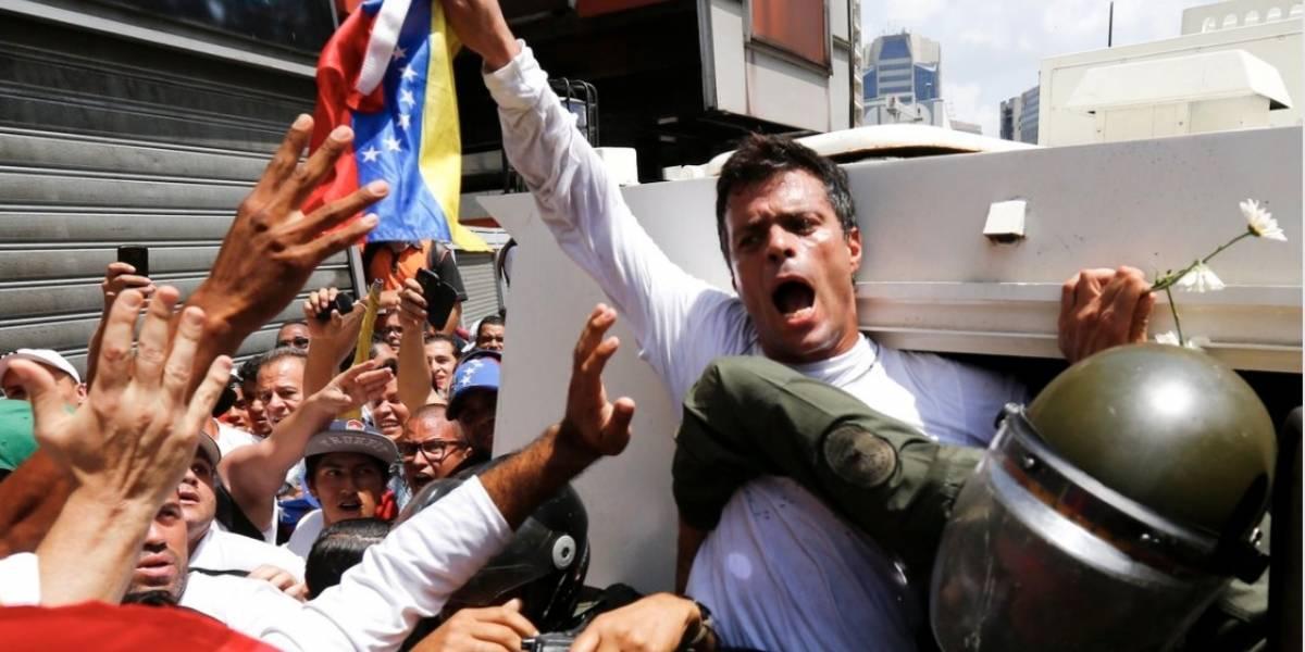 Leopoldo López sale de prisión y queda bajo arresto domiciliario
