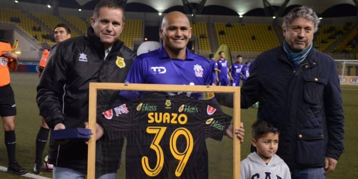 Chupete Suazo regresó oficialmente al futbol profesional