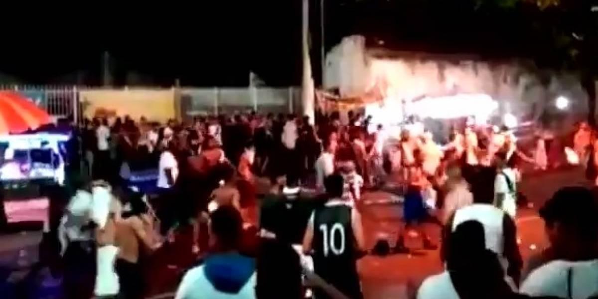 VIDEO: Aficionado pierde la vida tras pelea en estadio de futbol