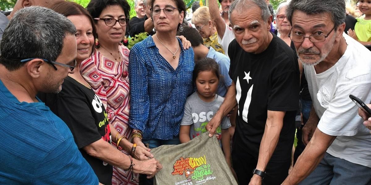 Emotivo acto al plantar Árbol de la Libertad de Oscar López