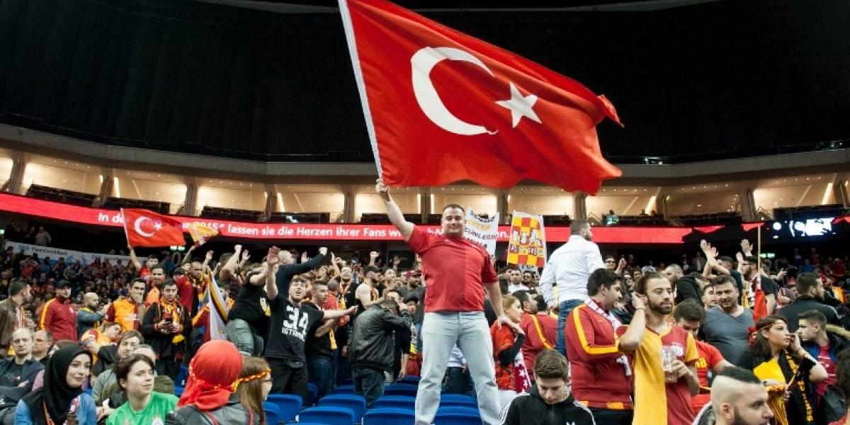En el fútbol turco se volvieron locos: fichajes millonarios, pasión y deudas