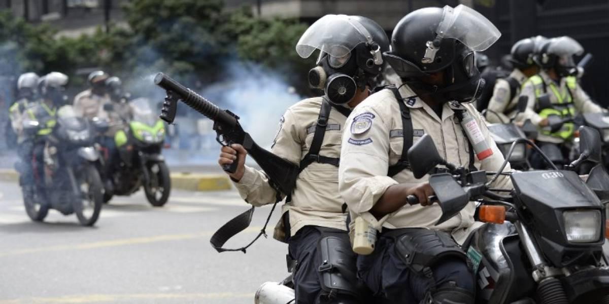 """Amnistía Internacional denuncia """"una política de estado para asfixiar a la disidencia"""" en Venezuela"""