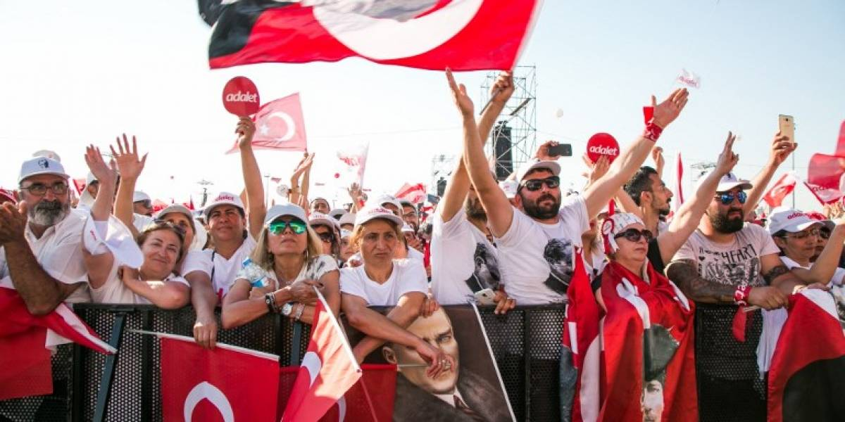 """""""Por la justicia"""": Oposición en Turquía celebra 25 días de multitudinarias protestas en repudio al régimen de Erdogan"""
