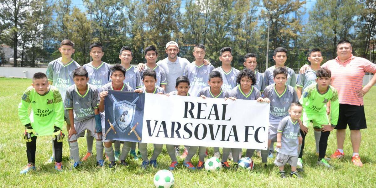 """""""El Moyo"""" prioriza los valores más que el futbol con sus niños de la zona 21"""