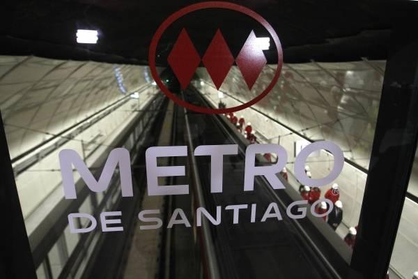 Tarifa rebajada de Metro para adultos mayores será sin restricción