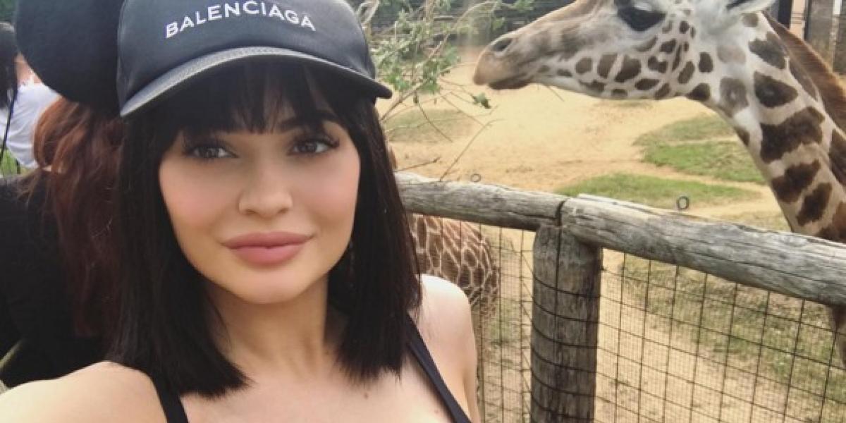 Al estilo de Jessica Rabbit, Kylie Jenner sorprende a sus fans con este look