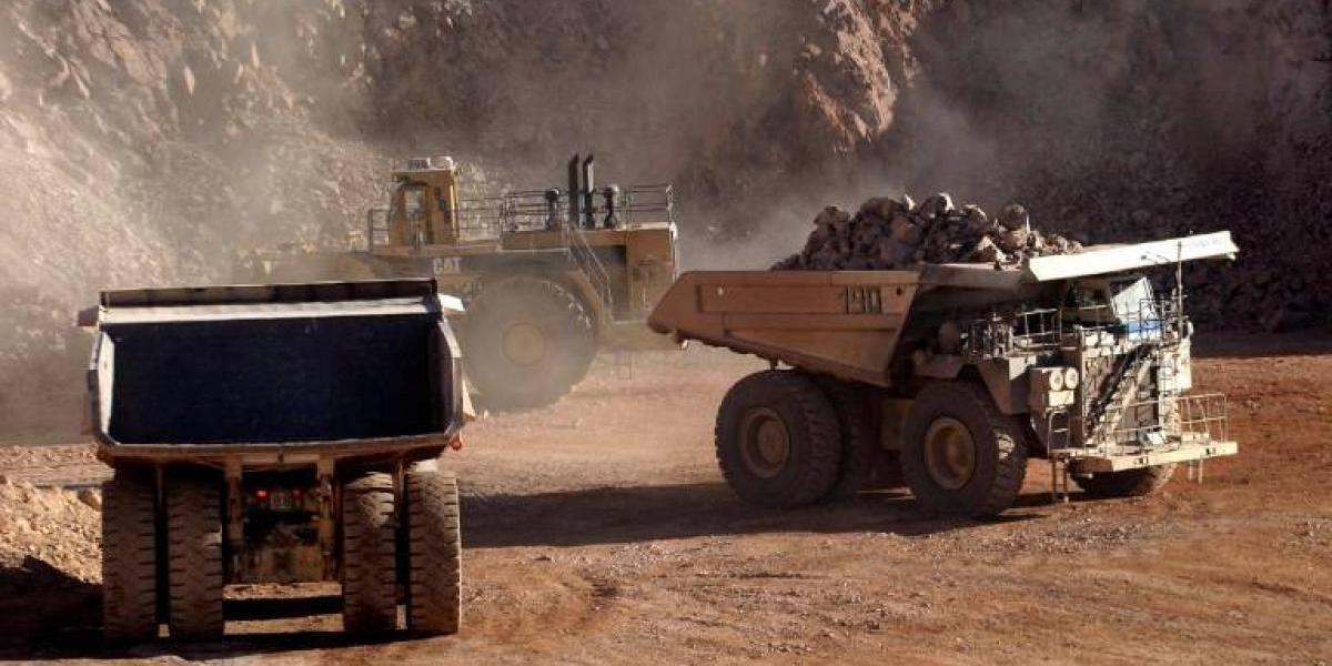 Trabajadores de mina controlada por grupo Luksic votan ir a huelga