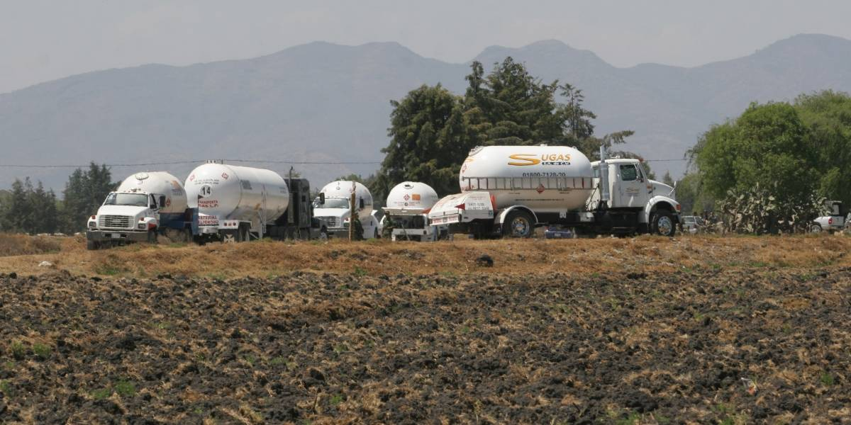 SSP asegura 23 mil litros de combustible robado y 13 personas en Puebla