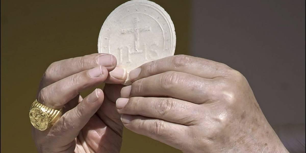 ¿Excomunión a los celíacos?: La polémica medida del Vaticano contra de las hostias sin gluten
