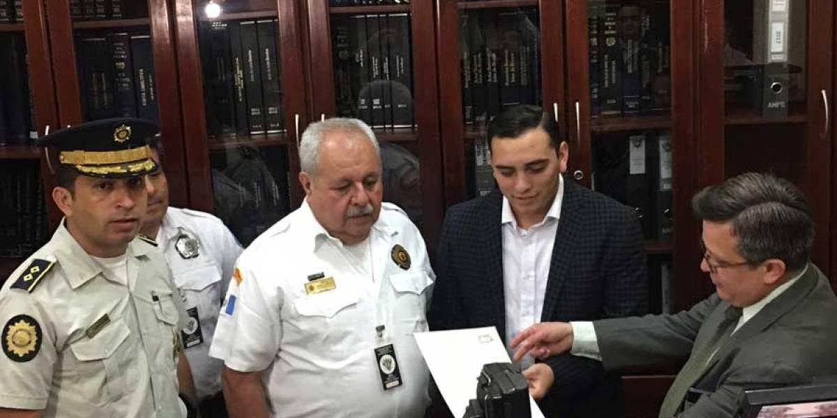 Presentan iniciativa de ley para imponer multas por llamadas falsas