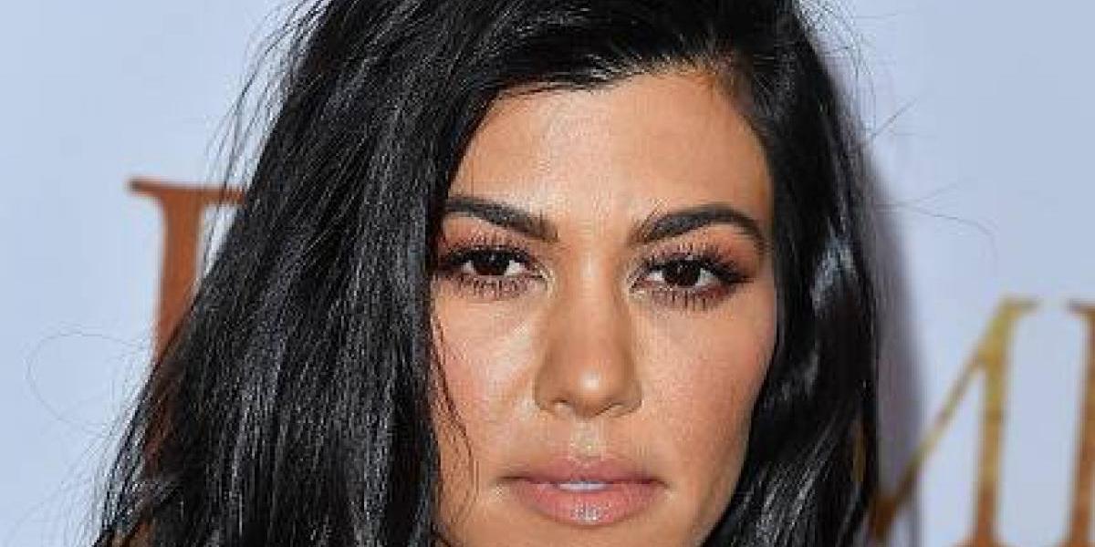 Kourtney Kardashian sale ligera de ropa a celebrar el cumpleaños de su pequeña