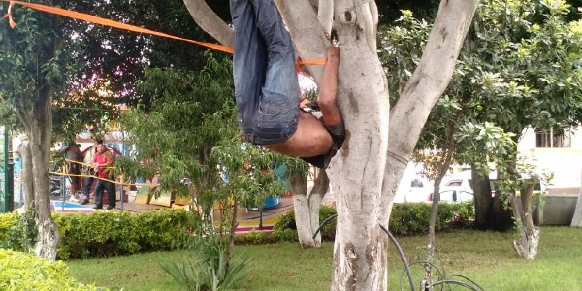 Pobladores de Xiloxoxtla, Tlaxcala, cuelgan de un árbol a presunto ladrón
