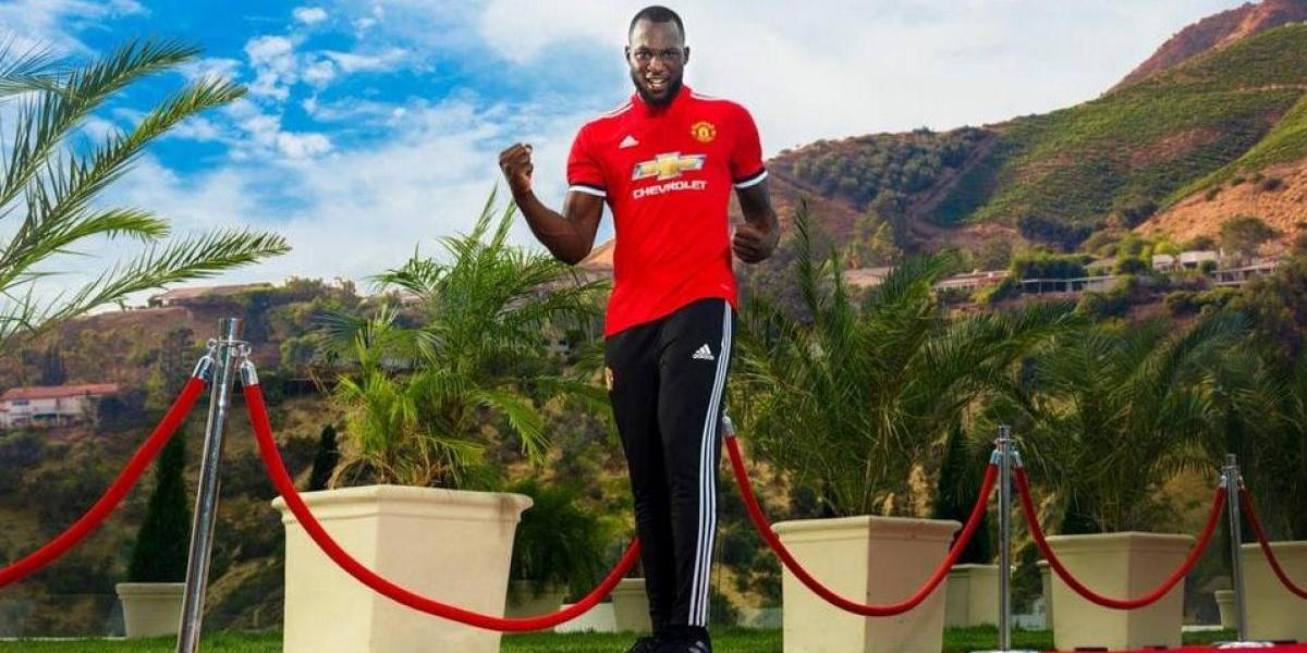 Romelu Lukaku se viste por primera vez con la camisola del Manchester United