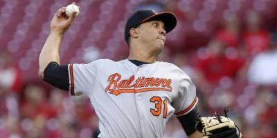 Schoop y Trumbo pegan jonrones y los Orioles detienen mala racha