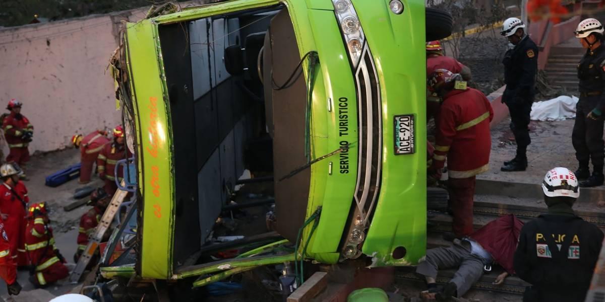 Siete chilenos y tres canadienses se mantienen estables tras volcamiento de bus en Lima