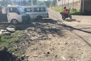 Las calles de Los Álamos con más de 15 años en abandono