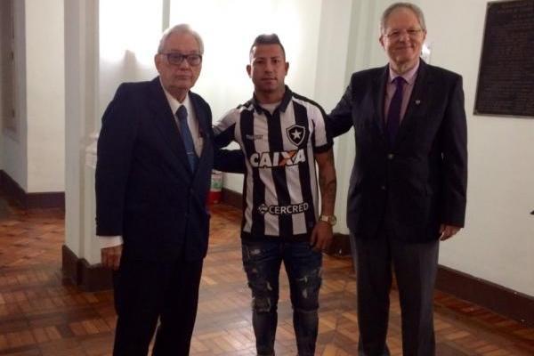 Leonardo Valencia finalmente llegó a Botafogo / imagen: Twitter Botafogo
