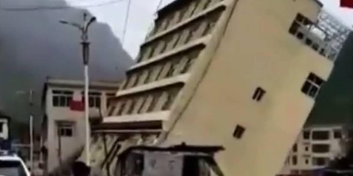 ¡Impactante! Edificio se derrumba por las inundaciones en China