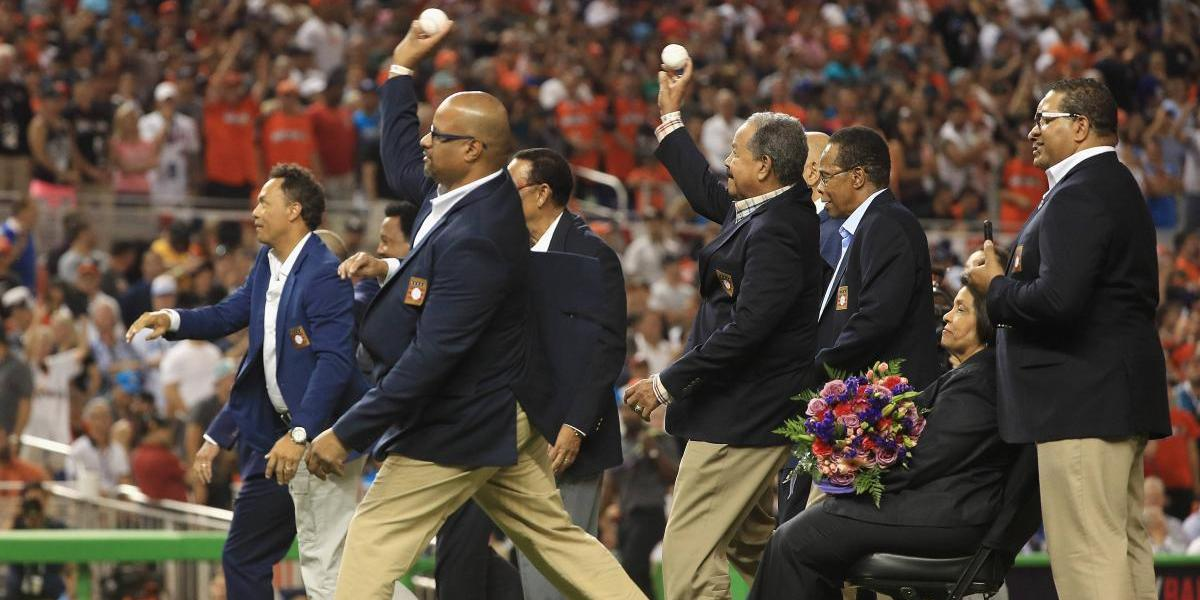 Honran a boricuas en ceremonia a leyendas latinoamericanas