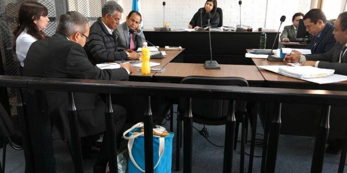 Cuentas bancarias de exjefe de la SAT seguirán embargadas