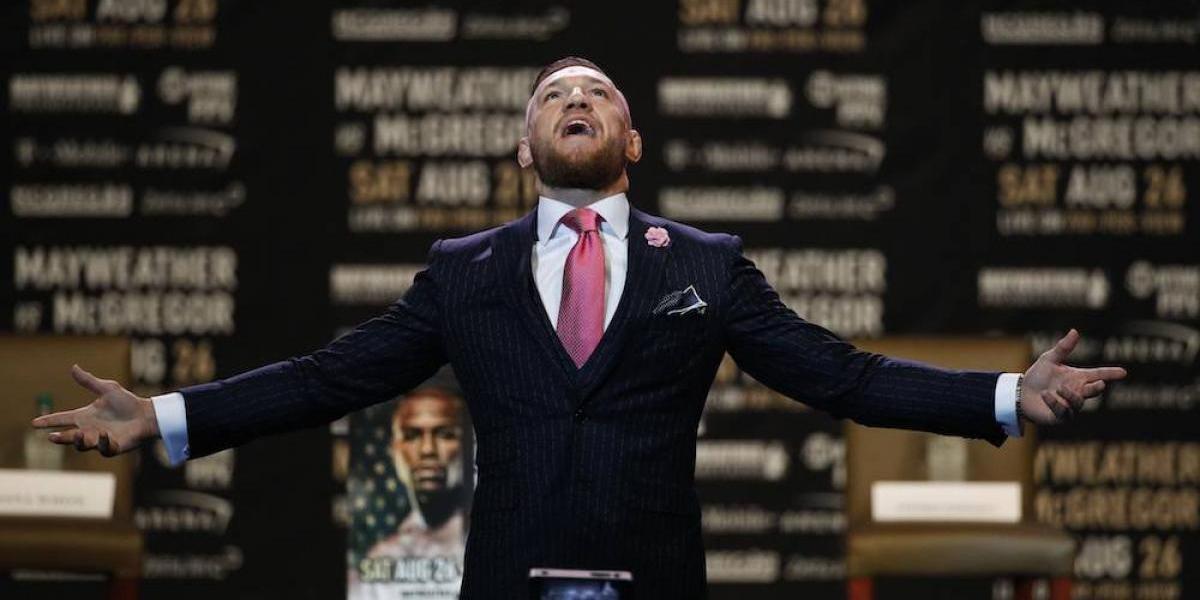 McGregor mandó mensaje secreto a Mayweather en su traje