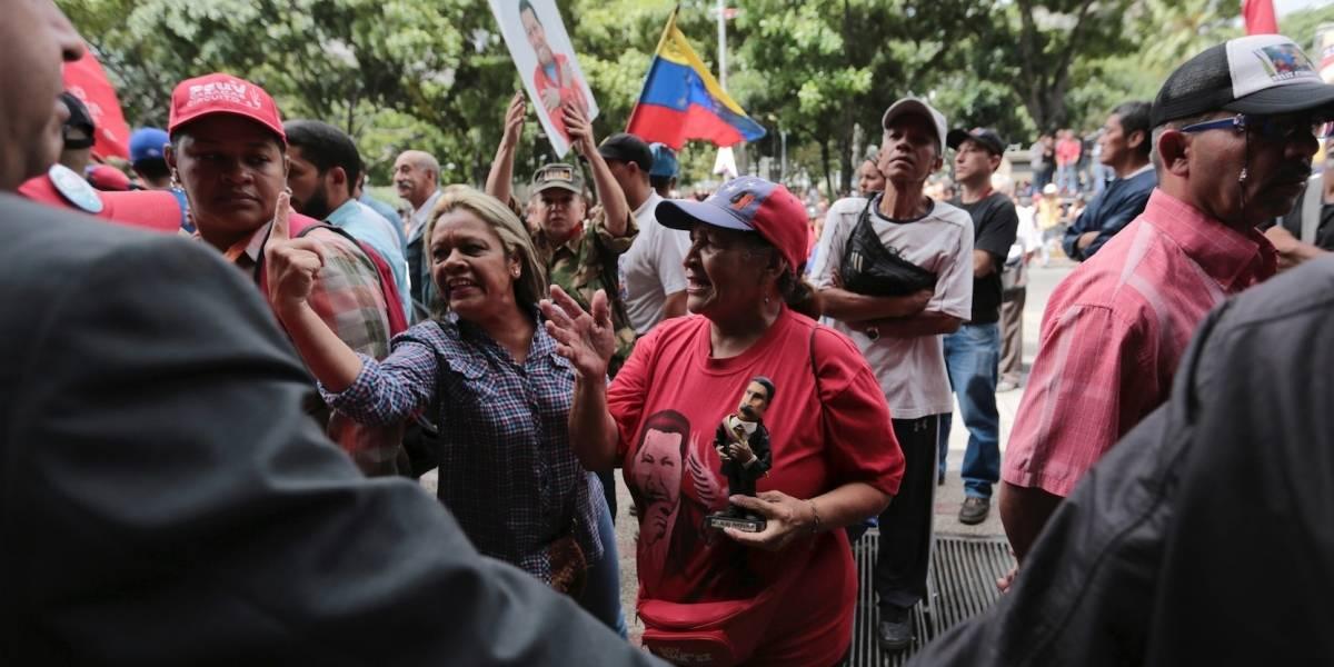 Opositor del gobierno venezolano muerde a comensal en N.Y.