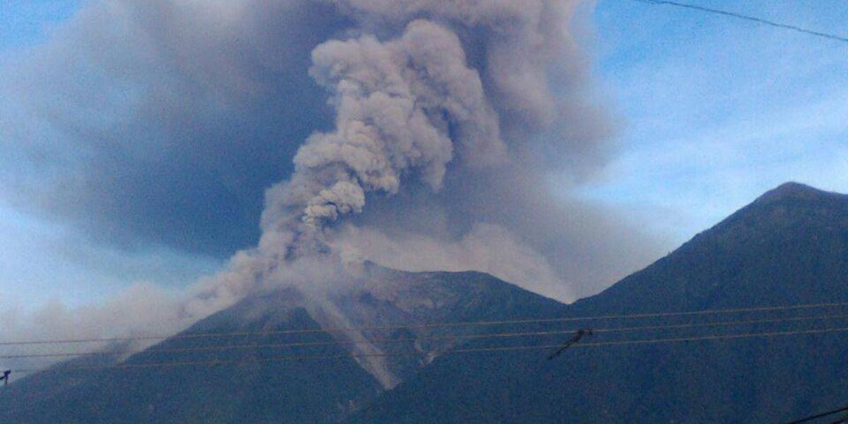 Volcán de Fuego presenta sexta erupción del año