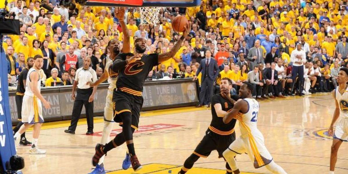 La tendencia apunta a la dinámica: A diferencia del fútbol, la NBA reduce los tiempos muertos