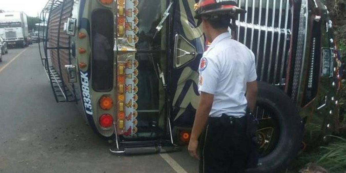 Varios heridos por accidente de bus extraurbano en ruta a El Salvador