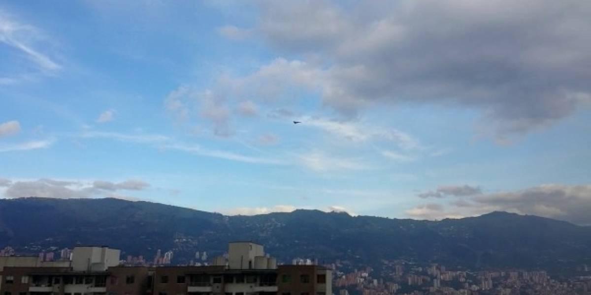 Es el sobrevuelo de aviones Kfir en el cielo antioqueño como la bienvenida a la VIII FAIR 2017