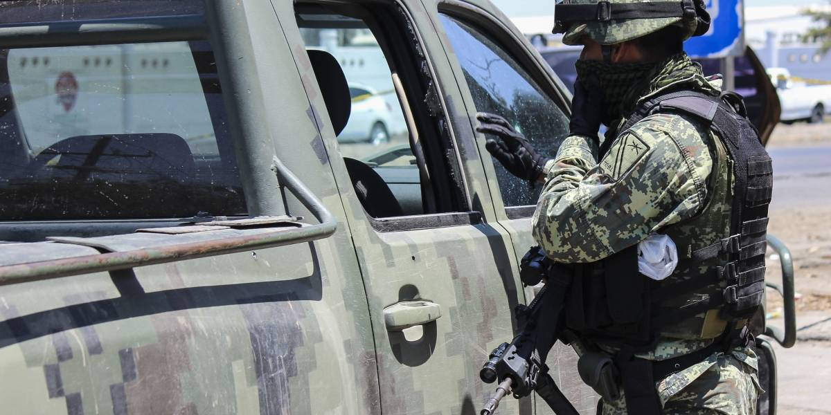 Habitantes de municipio de Michoacán agreden a militares e impiden detención de 8 delincuentes