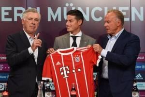 Carlo Ancelotti, James Rodríguez y Karl-Heinz Rummenigge
