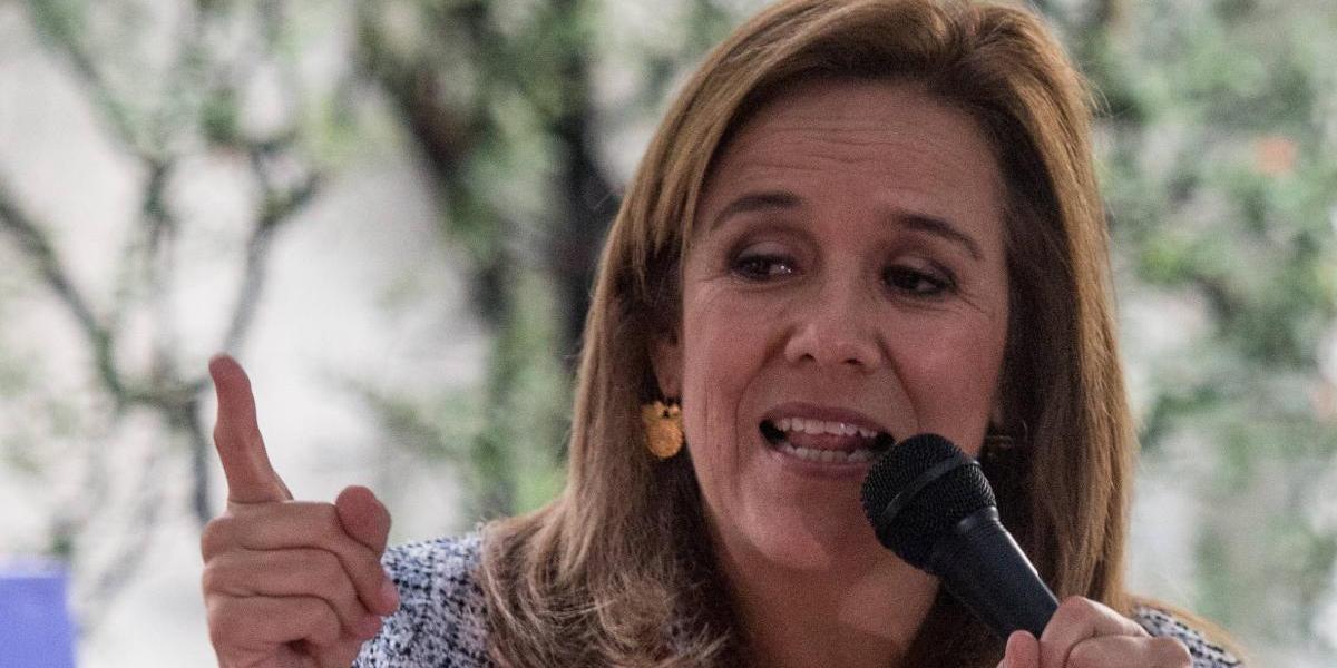 Margarita Zavala alza la mano para abanderar al Frente Opositor