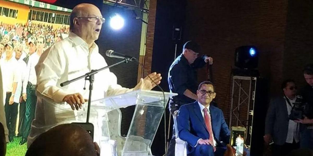 Hipólito presenta a Eddy Olivares como vocero oficial de su campaña